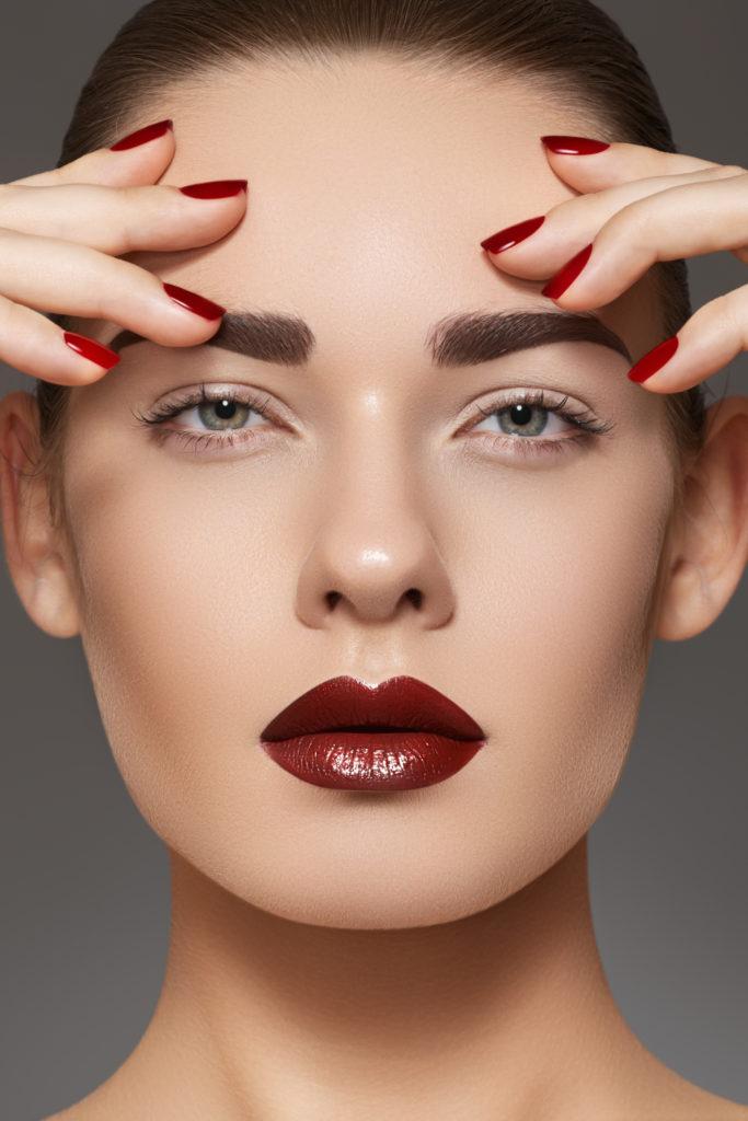 яркие губы макияж фото